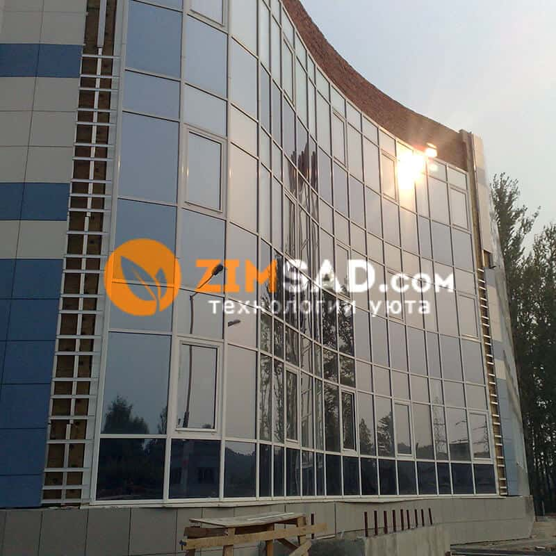 Фасад с применением тонированных стеклопакетов